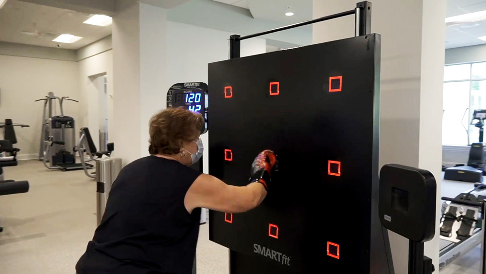 Commons Club members uses the SMARTfit to stay active